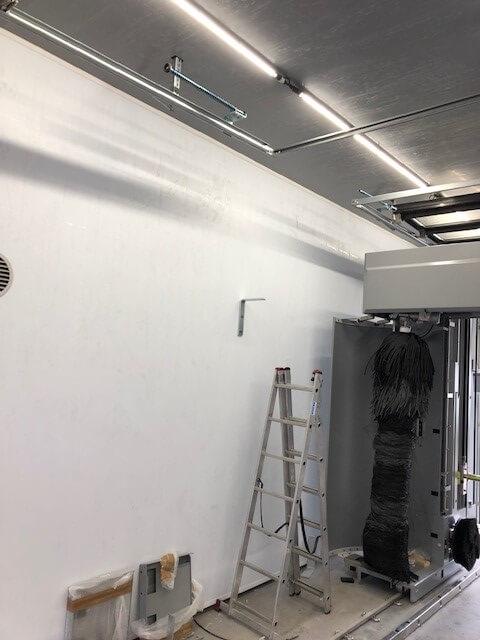 Wand bij carwash renovatie met Cleanpanel